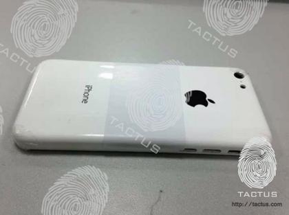 これが廉価版iPhoneの筐体!?iPhone 3Gみたいで嫌いじゃない!むしろ好き!