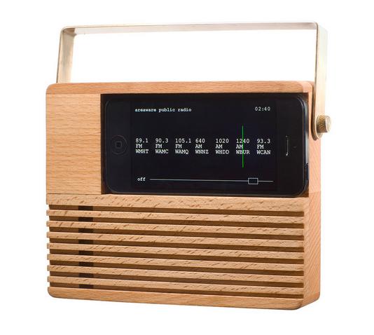 「Radio Dock」iPhoneを懐かしいラジオのようにしてしまう木製Dock