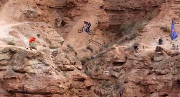 【動画あり】崖や荒れ地を疾走するマウンテンバイクすげぇな!って動画