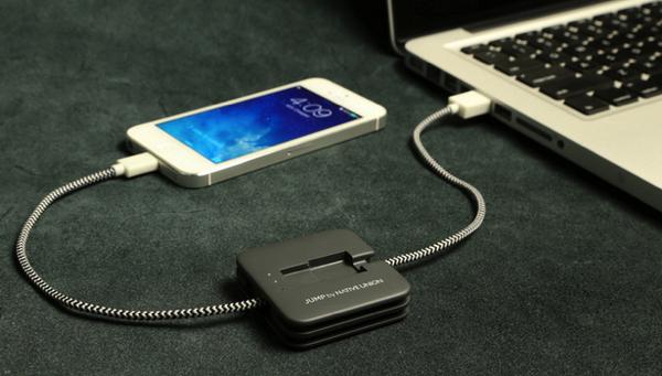 「JUMP」外部バッテリにもなるiPhone用Lightningケーブル