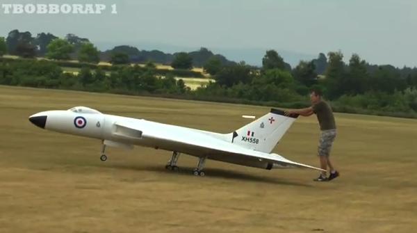 【動画あり】ラジコンてレベルじゃない気がする巨大ラジコン飛行機が飛行する雄姿