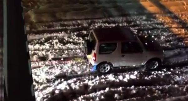 【動画あり】関東の大雪で立ち往生したトラックを牽引するジムニーがパワフル!