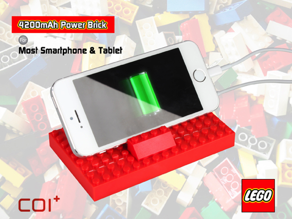 ブロックを組み合わせてスタンドに!LEGOブロックのモバイルバッテリ「Power Brick」