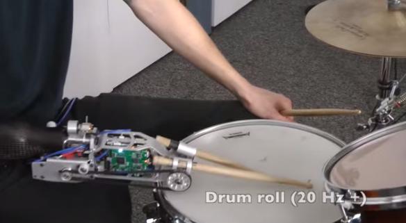 【動画あり】事故で右手を失ったドラマーによるロボット義手でのドラム演奏