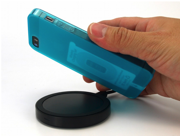 iPhoneをワイヤレス充電可能にする厚さ1mmの薄型充電シート「Wireless Charging SET for iPhone5s/5/iPhone5c/iPodtouch」