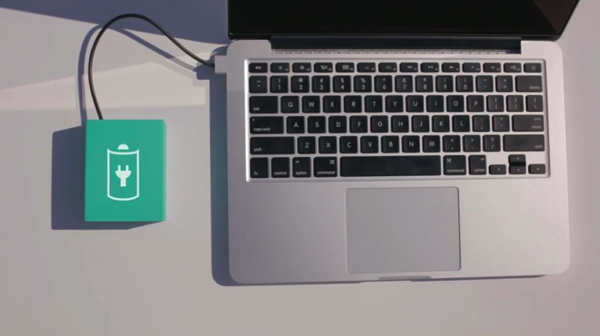 「BatteryBox」OSを内蔵した賢いMacBook用外付けバッテリ