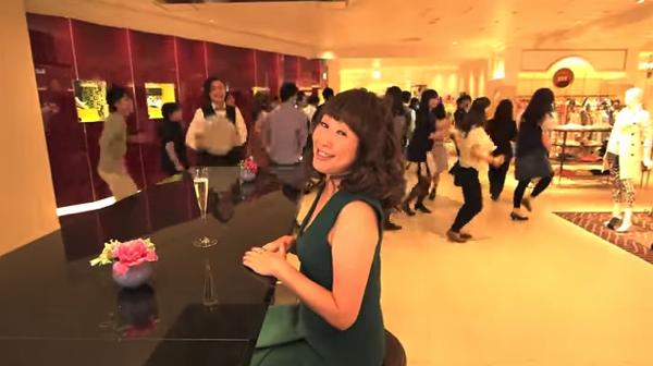 【動画あり】矢野顕子の曲にMIKIKOの振付で伊勢丹社員500人が踊るPV!「ISETAN-TAN-TAN」
