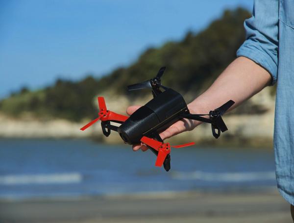 Parrot「Bebop Drone」ライブストリーミング映像を見ながらスマホで操縦 → 「Oculus Rift」とも接続可能