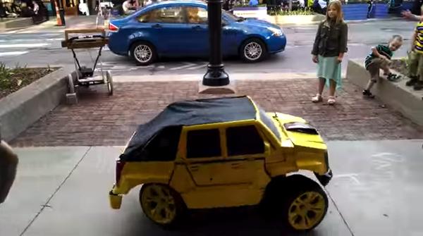 【動画あり】これは凄い!自走するトランスフォーマーのコスプレ