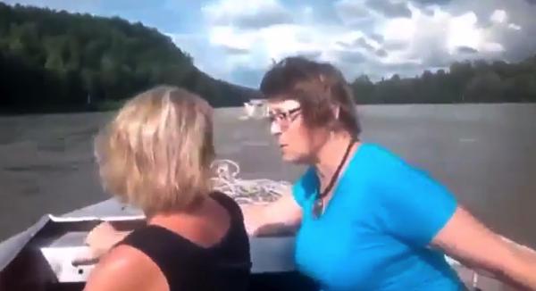 【動画】これが本当の恐ロシア‥‥何度も見返してしまう川を走るトラック
