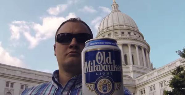 【動画あり】「俺にビールを寄越せ」ドヤ顔で缶ビールを投げ、キャッチするだけだけど、この情熱は凄い。
