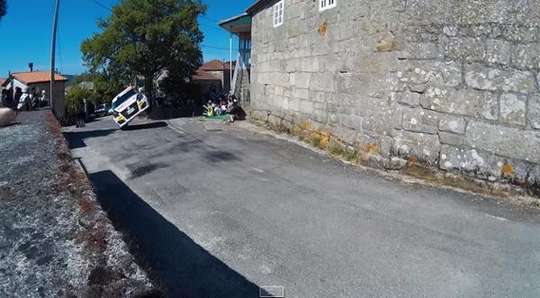【動画あり】おっとっと!片輪走行しながらカーブを曲がるラリーカー