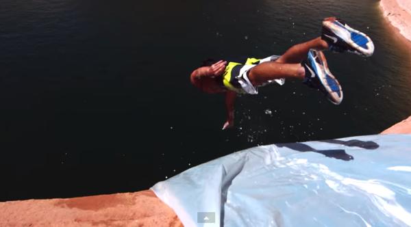 【動画あり】怖すぎでしょ!?高い崖から川に飛び込む大自然に作られたウォータースライダーでダイブ!(メイキング映像あり)