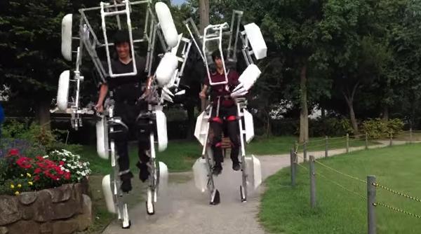 【動画あり】外部動力に頼らずに人の動作を拡大するスーツ「スケルトニクス」
