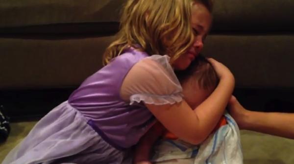 【動画】赤ちゃんの弟が可愛すぎて大きくなって欲しくない!と泣きじゃくるお姉ちゃん。も可愛いね!