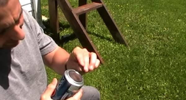 """【動画】""""Char Cloth(チャークロス・炭布)""""がポイント!アルミ缶を使って超簡単に火を起こす方法"""