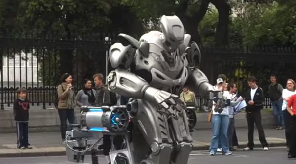 【動画】Ingressにロボットが登場したらこんな感じなのだろうな‥‥と見ながら思ってしまったリアルなロボットのストリートパフォーマー