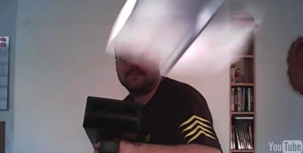 【動画】自動で紙飛行機を折って飛ばすマシン