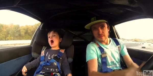 【動画】ドリフトするクルマの助手席に座る子供の絶叫ぷりがかわいい