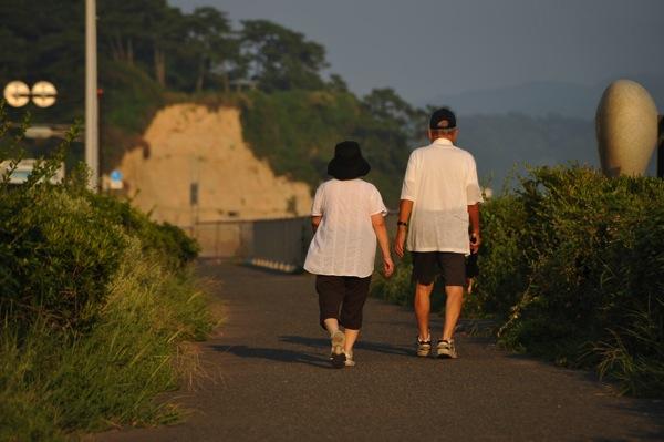 日本人男性の平均寿命が初めて80歳を超える → 男性80.21歳 女性86.61歳