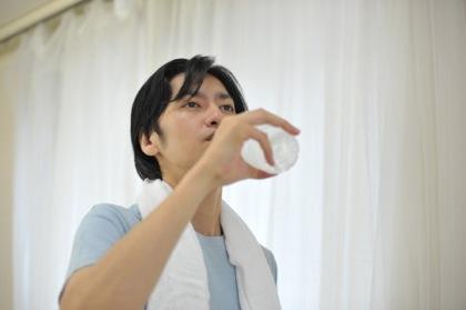 水をたくさん飲むと身体にいい、は本当?