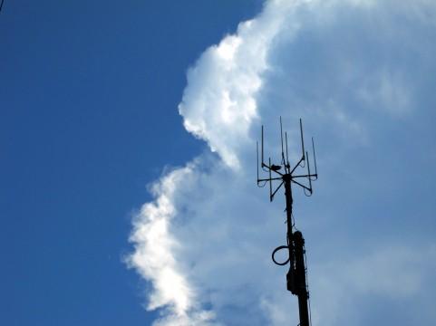 電波の周波数帯から考える「iPhone 5s/5c」