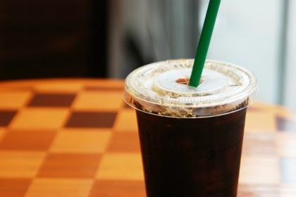 京都のコーヒーショップ「長時間の自習・パソコン利用はお断り」