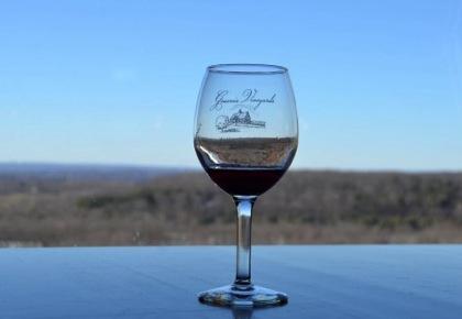 【ワイングラス】右利き・左利き、それぞれどちらに回すのが正しい?