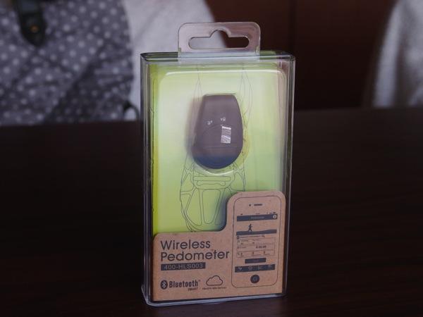 iPhoneと連携して消費カロリーも記録できる3,480円のBluetoothワイヤレス歩数計を試してみた!(400-HLS003)