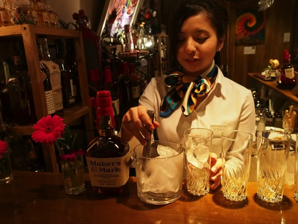 「Whisky Bottle Bar バーボンロード(蒲田)」ベッキー似の美人バーテンダーにハイボールを作って貰うの巻