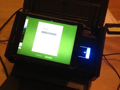 なんという一体感!ScanSnap iX500専用タブレットホルダー(HD-500-CB)