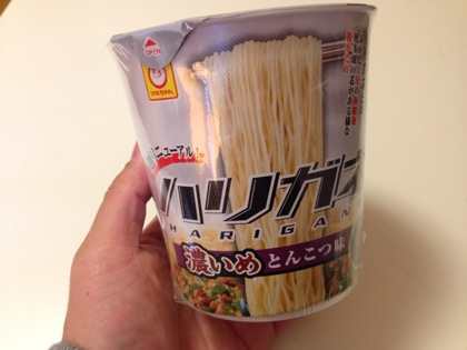「ハリガネ」お湯入れ1分で完成する超固麺のカップ麺!