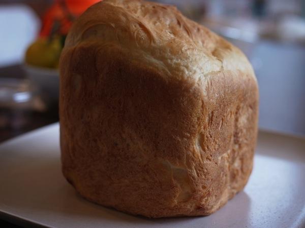 【3,000円ホームベーカリー】焼き立て食パン、美味し!材料を入れるだけ、約4時間で焼き上がり!