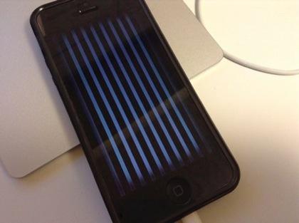 【iPhone 5】画面にストライプ(縞々)が表示され操作不能に → Apple Storeで交換完了