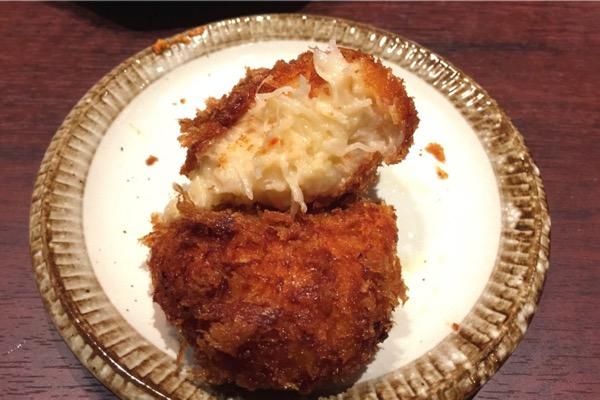 「かに福(日本橋)」かに飯屋で食べたカニクリームコロッケがクリームより蟹の身がぎっしり多くて感動した!ランチでも食べられるぞ!