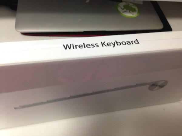 「Apple Wireless Keyboard」ジュースをこぼしてねちょっとなってしまったので新調しました