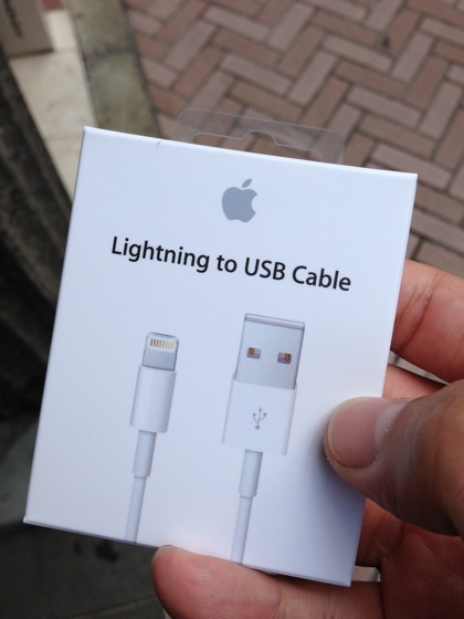 【iPhone 5】渋谷のApple Storeで「Lightning to USB Cable」購入