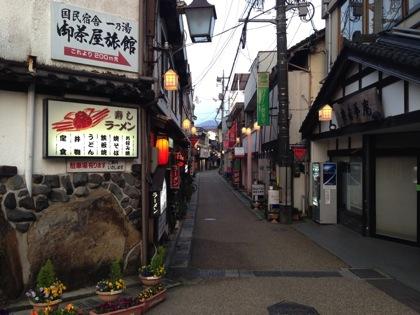 「三朝温泉」昭和の残る温泉街!河原にラジウムたっぷりの露天風呂♪ #tottorip