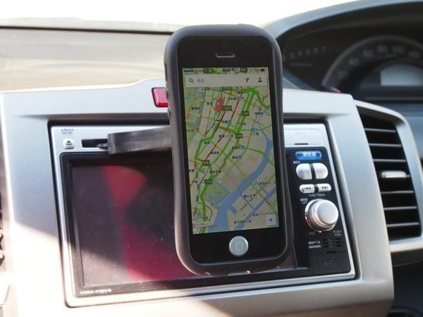 クルマのCDスロットを有効活用するマグネット式iPhone/iPad mini対応車載ホルダー「Mountek nGroove Snap」試してみた!