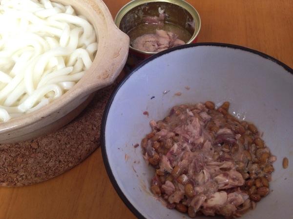 【簡単レシピ】「ひっぱりうどん」サバ缶と納豆で作ったタレでうどんを食す山形県のローカルフード