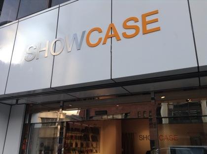 イケメンが液晶保護フィルムを貼ってくれるiPhoneケース店「SHOWCASE」(秋葉原)