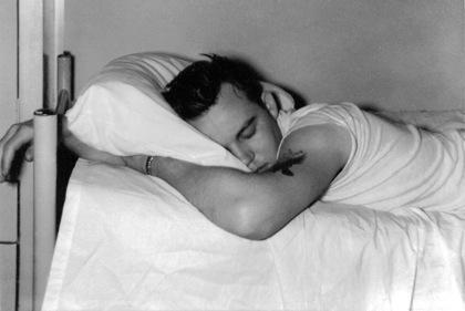 睡眠不足は肥満の原因
