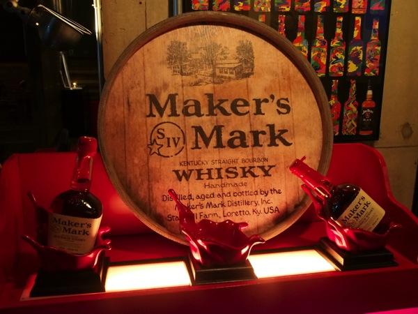 世界に1本だけのウイスキーを作る!ボトルを封蝋する「メーカーズマーク(Maker's Mark)」ディッピング体験に参加