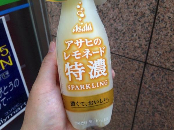 これはレモンを飲んでる感タップリ!「アサヒのレモネード特濃 SPARKLING」