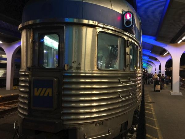 カナダの大陸横断鉄道「VIA鉄道」静かに、ゆっくり時間が流れる、大人の銀河鉄道。 #アルバータ秋旅 #カナダ