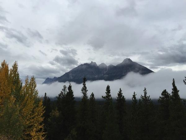 「ドラゴンピーク(Dragon Peak)」 #アイスフィールド・パークウェイ #アルバータ秋旅 #カナダ