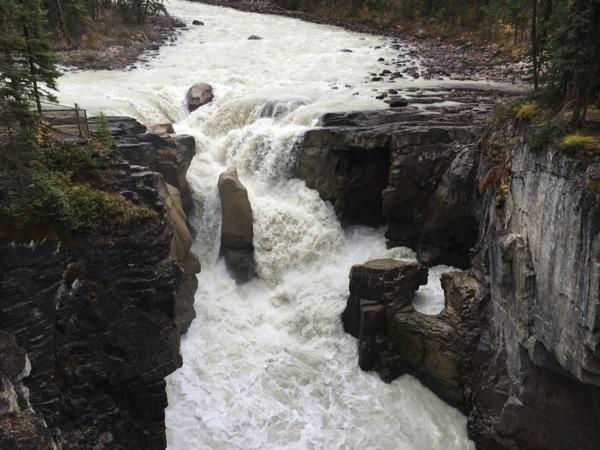 「サンワプタ滝(Sunwapta Falls)」 #アイスフィールド・パークウェイ #アルバータ秋旅 #カナダ