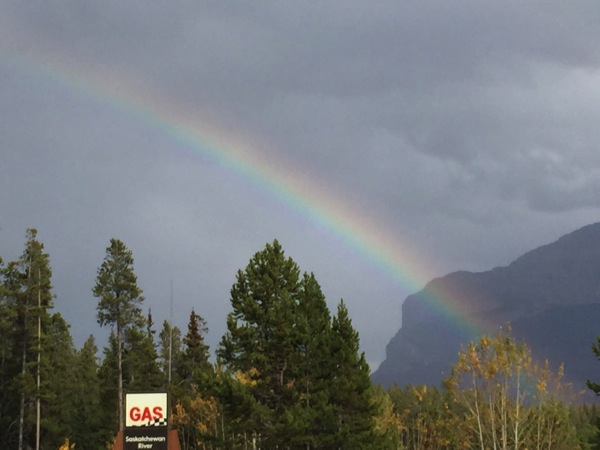「アイスフィールド・パークウェイ」雨上がりにくっきり虹が出た! #アイスフィールド・パークウェイ #アルバータ秋旅 #カナダ