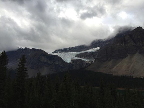 「クロウフット氷河(Crowfoot Glacier)」カラスの足のような3本指から2本指になった氷河 #アイスフィールド・パークウェイ #アルバータ秋旅 #カナダ