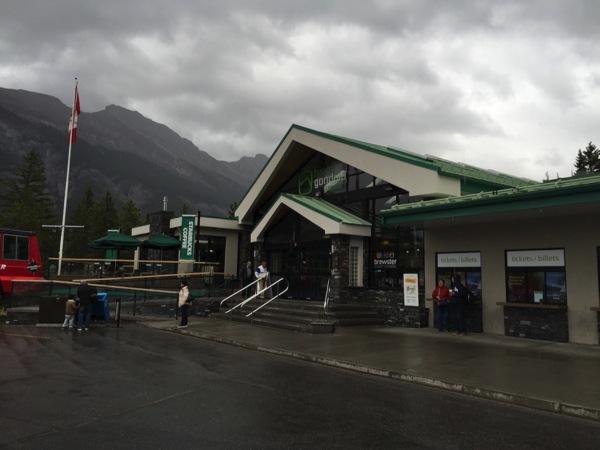 カナダで最も標高の高いところにあるスターバックスとバンフご当地マグカップ、再び。  #アルバータ秋旅 #カナダ